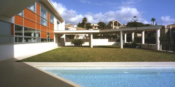 Marcaser - construcción de dos niveles con piscina
