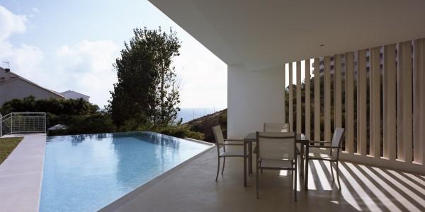 Marcaser - piscina en patio de chalet campoamor