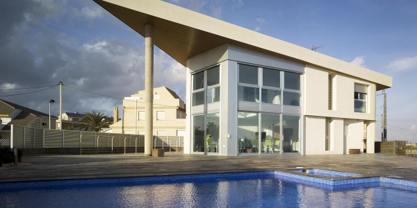 Marcaser - Diseño arquitectónico de chalet con piscina
