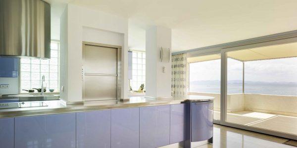Marcaser - cocina con ventanal en chalet veneciola
