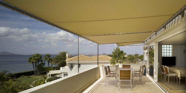 Marcaser - terraza con pendon en chalet veneciola