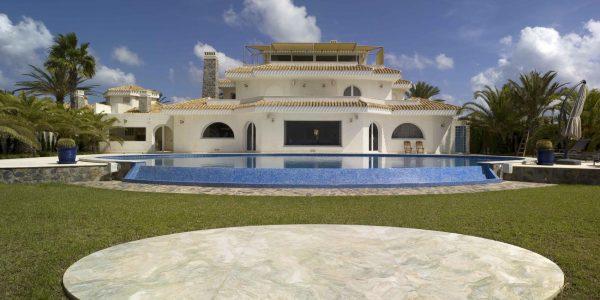 Marcaser - chalet veneciola con piscina de gran tamaño