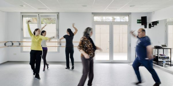 Marcaser - personas en escuela de danza
