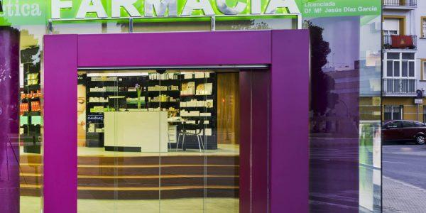 Marcaser - Fachada farmacia en vidrio