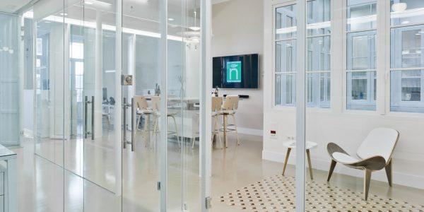 Marcaser - pasillo de oficinas