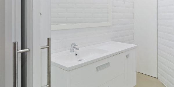 Marcaser - baño para oficina remodelado